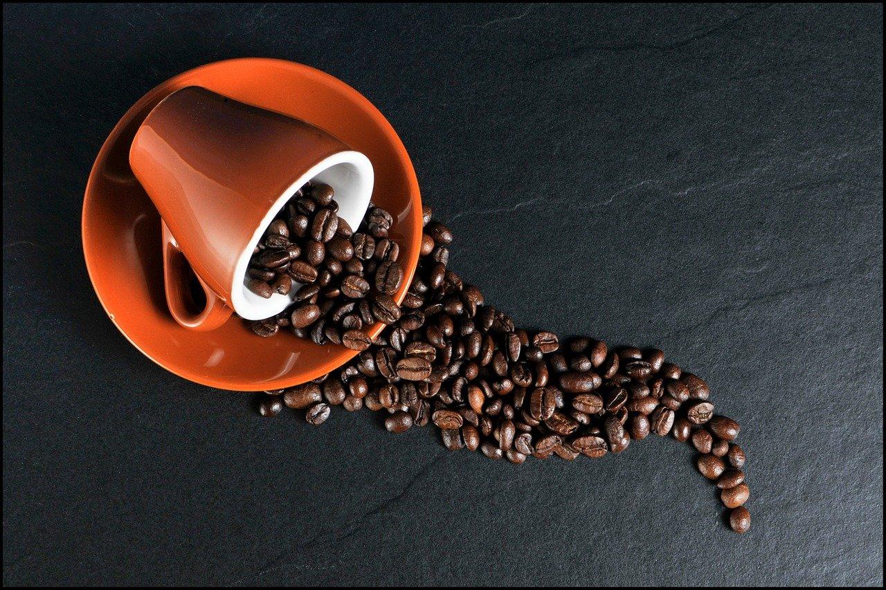 Proč vás příliš mnoho kofeinu udrží v noci vzhůru?