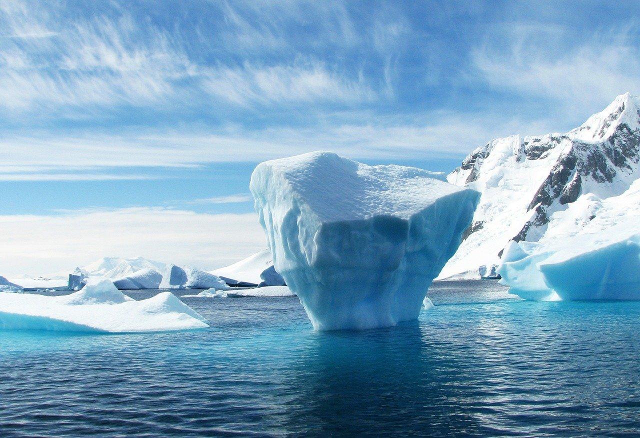 Proč voda mrzne shora dolů?